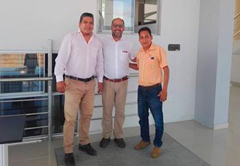 Ministro de Educación Daniel Alfaro y los representantes del SUTE San Martín
