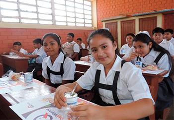 Niños beneficiarios del programa Qali Warma