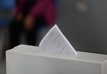 Urna de votación para referéndum