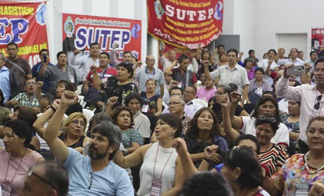 Maestros y maestras en el Congreso Nacional del Sutep