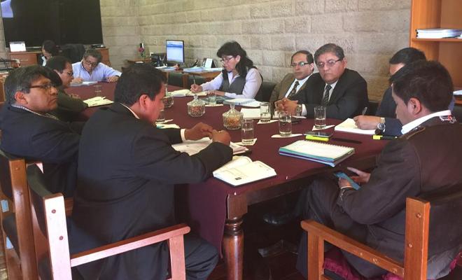 Reunión entre dirigentes sindicales y el gobierno regional de Arequipa.