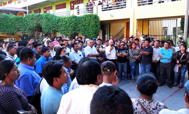 Maestros protestando en Ucayali