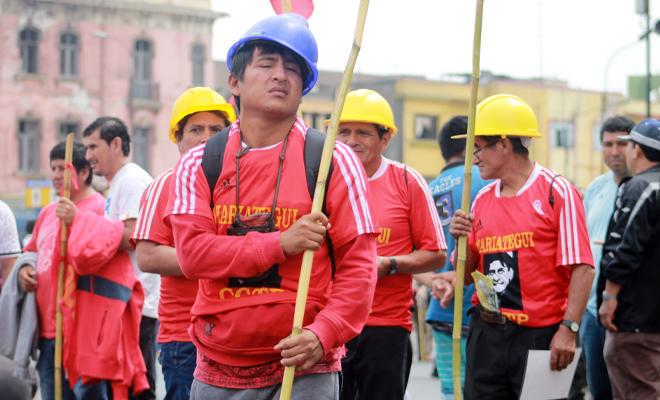 Trabajadores en marcha en el Centro de Lima
